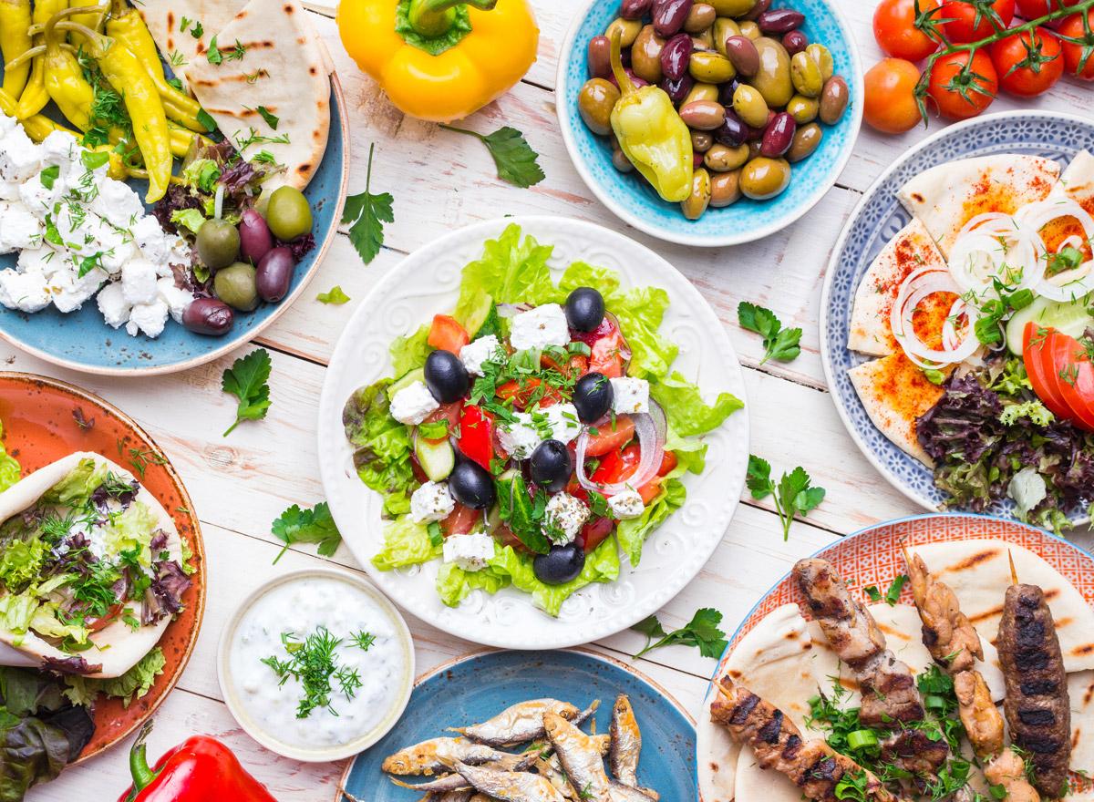 Leckeres griechisches Essen bringt Ferienfeeling
