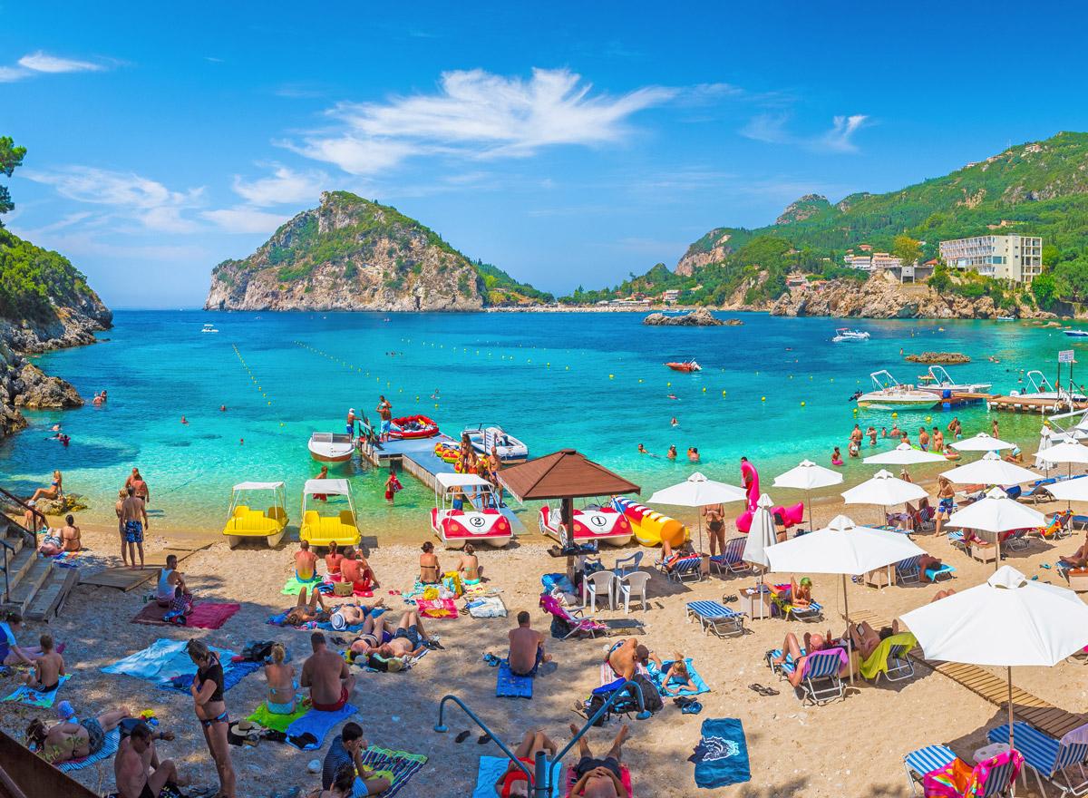Der Strand von Korfu ist bei Touristen beliebt